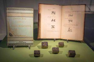 Matrici di sigle greche e la prima edizione della Guida di Ravenna.