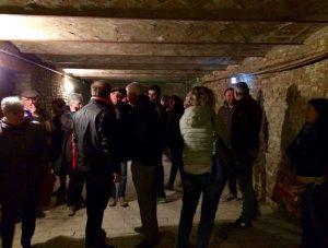 visitatori nel rifugio della canonica.