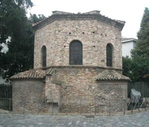 ravenna-in-luce-battistero-ariani