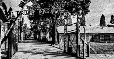 Ingresso del campo di concentramento di Auschwitz. Foto di Maurizio Tanzi.